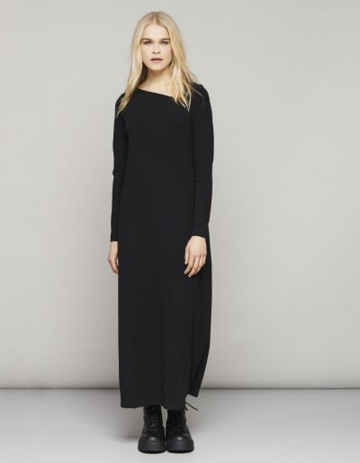 Long dress with an asymmetric neckline